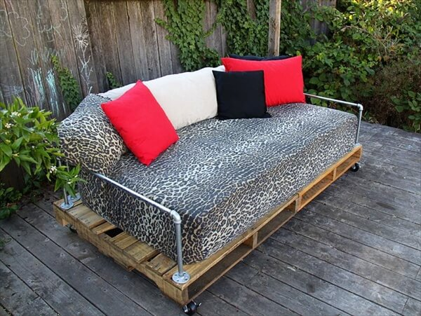 7 Simple Yet Ravishing Outdoor Pallet Furniture | Pallet Furniture DIY