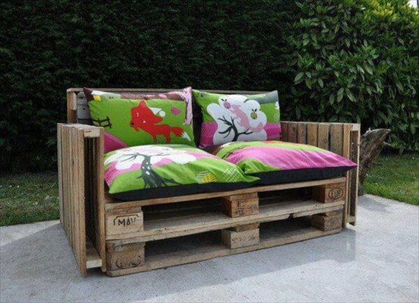 Ideas for best use of recycle pallets pallet furniture diy - Fauteuil de jardin en bois de palette ...