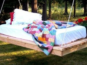 pallet-swing-bed