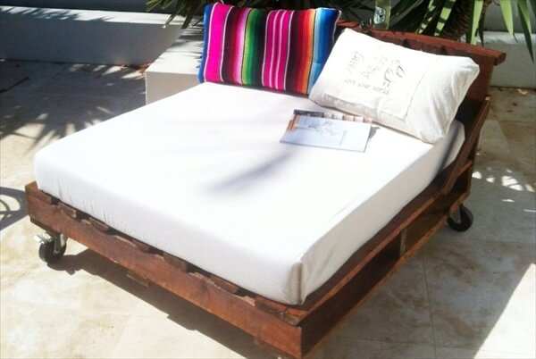 16 Pallet Daybed: Hot and New Trend | Pallet Furniture DIY