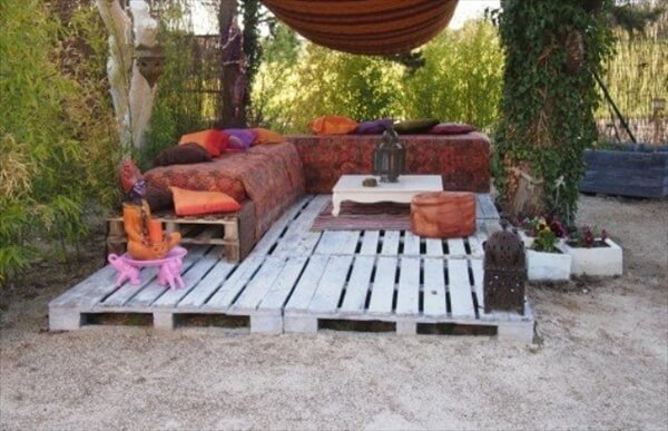 Pallet patio deck unique use of pallet pallet for Amenagement jardin palette