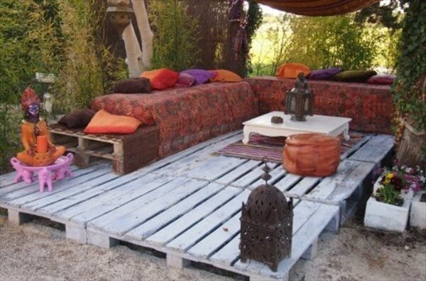 pallet patio deck unique use of pallet pallet furniture diy. Black Bedroom Furniture Sets. Home Design Ideas