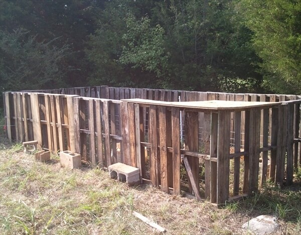 pallet fence for goat, chickens