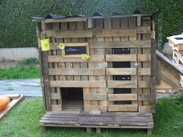 Pallet chicken coop out of recycled pallets pallet Chicken coop from pallet wood