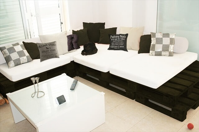 amazing benefits and plans of pallet sofa pallet. Black Bedroom Furniture Sets. Home Design Ideas