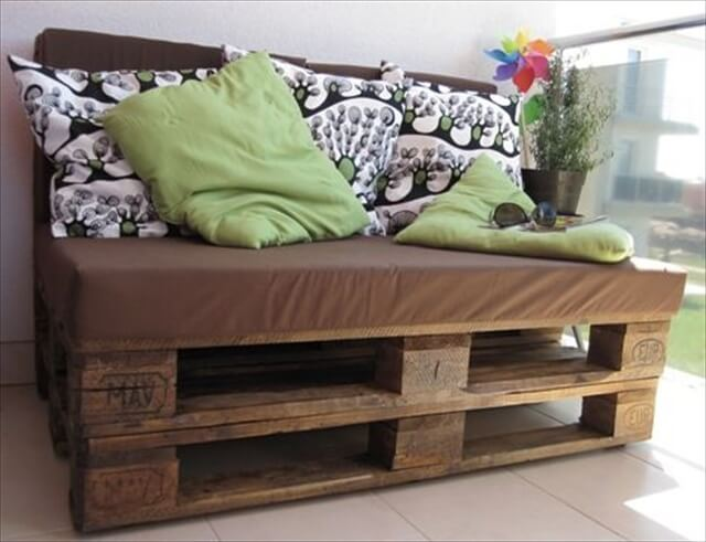Full Pallet Sofa Bench With Tables Easy Pallet Sofa with Cushion DIY ...