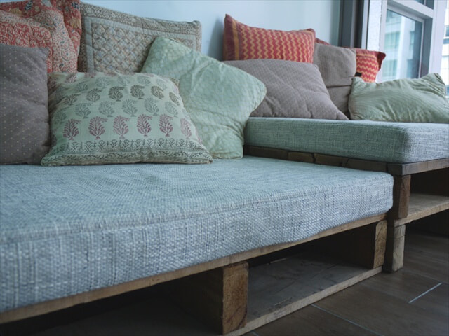 Amazing Benefits and Plans of Pallet Sofa Pallet  : pallet sofa 13 from palletfurniturediy.com size 640 x 480 jpeg 81kB