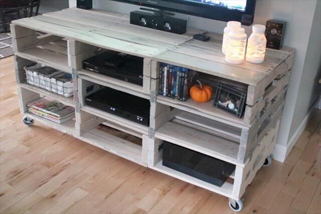 Seven ravishing plans on pallet tv stand pallet for Table tv bois