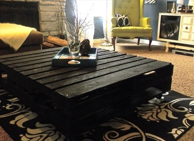 Pallet Coffee Table Look Simple but Affective