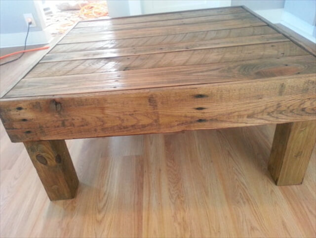 14 Different Ideas on Pallet Tables Pallet Furniture DIY : pallet table 3 from palletfurniturediy.com size 640 x 481 jpeg 53kB