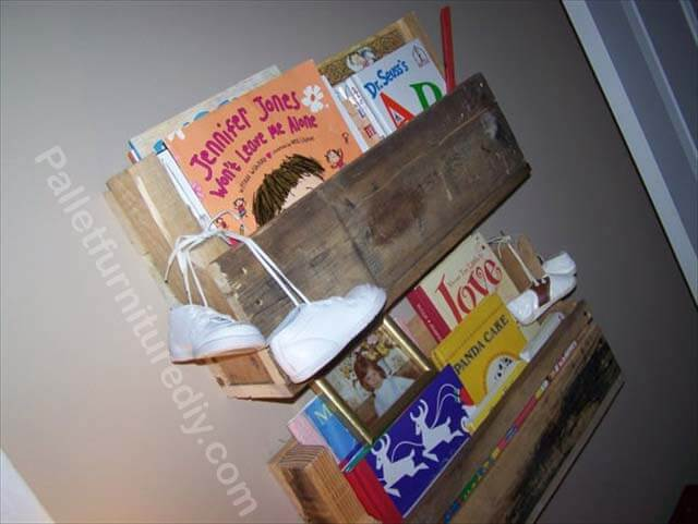 Repurposed Pallet Wood Shelves