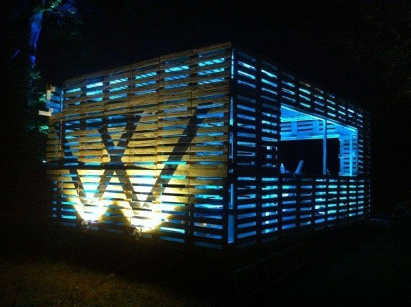 pallet cocktail bar in outdoor