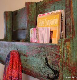DIY Pallet Wooden Bookshelf