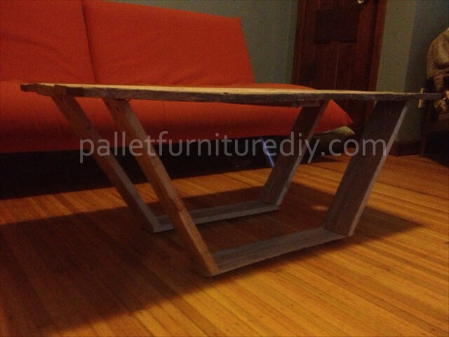 DIY Modern Pallet Coffee Table