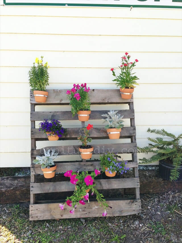 25 Vertical And Box Recycled Pallet Planters Furniture DIY