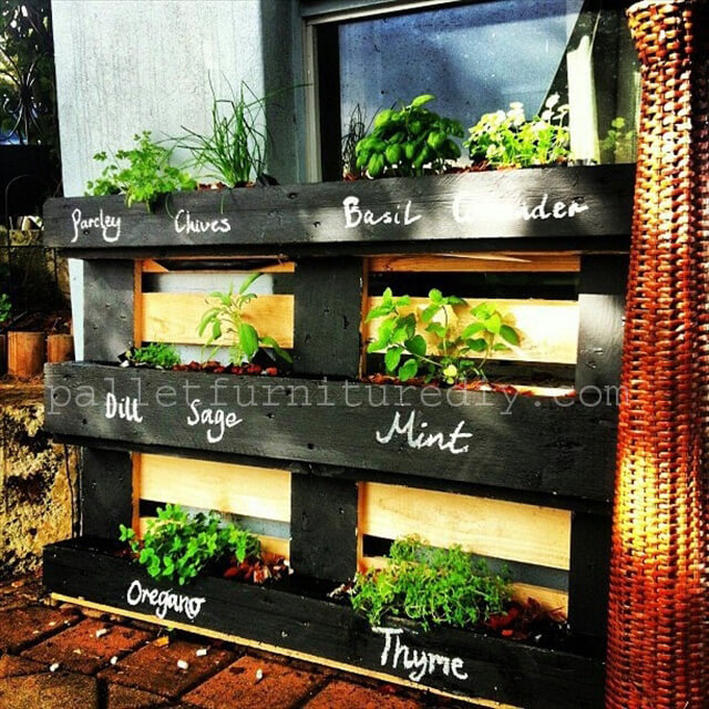25 vertical and box recycled pallet planters pallet furniture diy - Transformer une palette ...