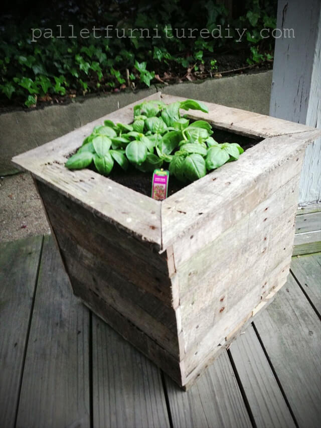 25 vertical and box recycled pallet planters pallet for Making planters from pallets