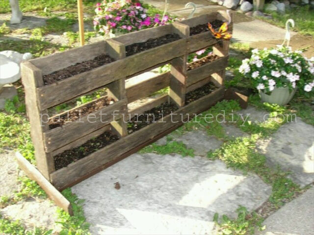 1000 images about planter boxes on pinterest tiered for Recycle pallets as garden planters