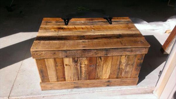 Hidden Compartment DIY Pallet Wood Chest | Pallet Furniture DIY