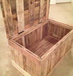 DIY Pallet Wood Chest