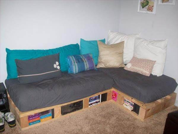 DIY Pallet Couch for Indoor