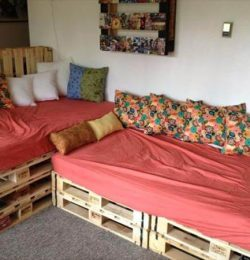Pallet Couch for Indoor