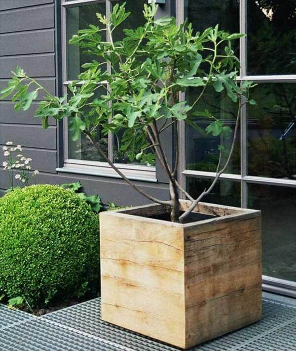 pallet wood planter box idea