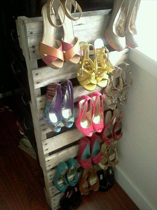 vertical shoes tack out of pallet