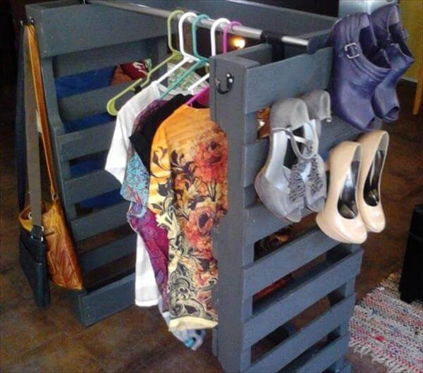 diy pallet shoe racks for your storage pallet furniture diy. Black Bedroom Furniture Sets. Home Design Ideas