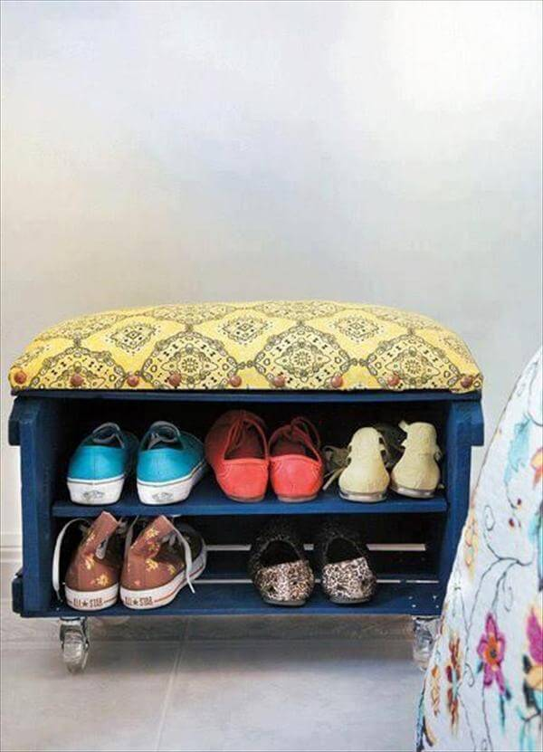 shoes rack with recycled pallet