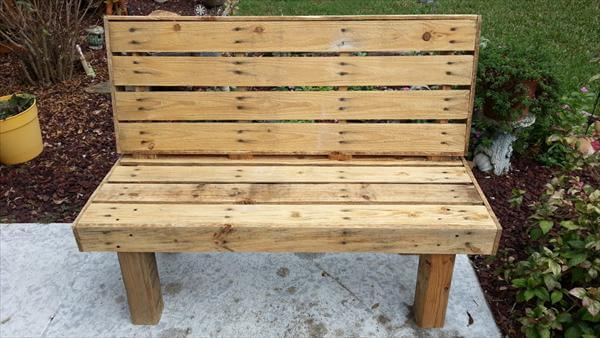 Diy pallet rustic outdoor bench pallet furniture diy for Building a bench from pallets