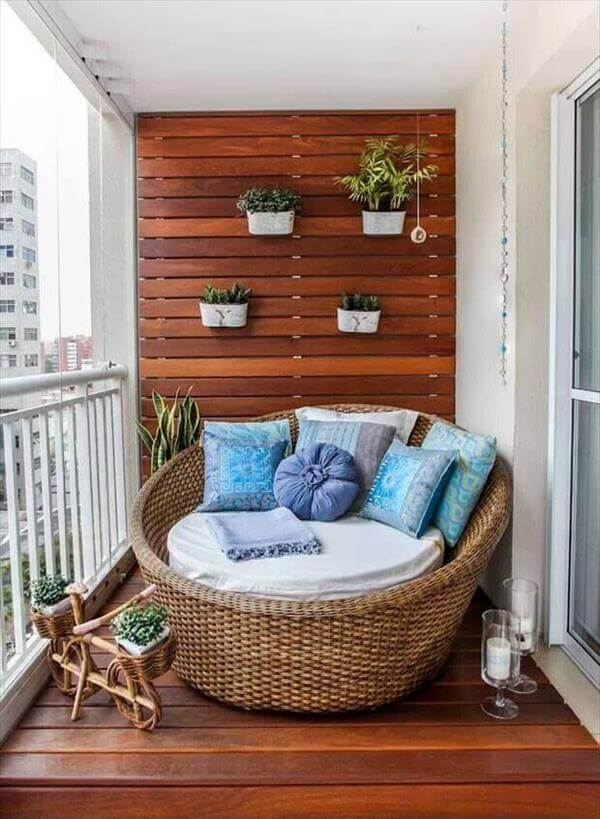Using Wood Pallets On Walls