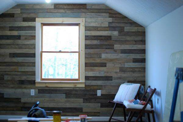reclaimed pallet wall