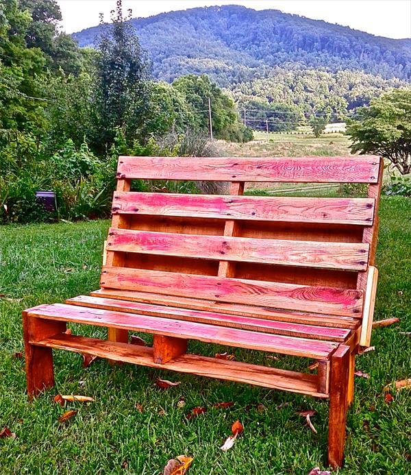 Outdoor pallet bench pallet furniture diy for Building a bench from pallets