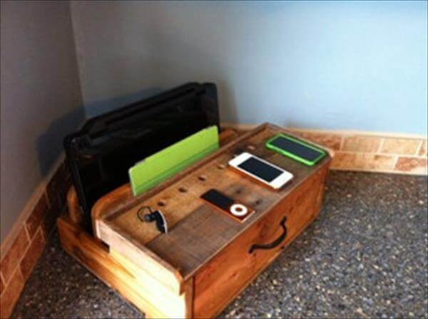 diy pallet charging docking station pallet furniture diy