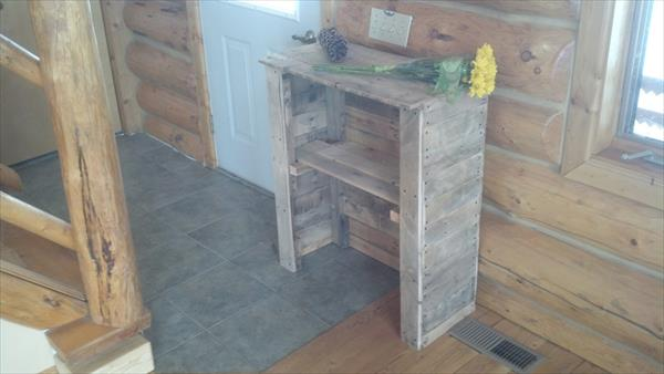 repurposed pallet entry table