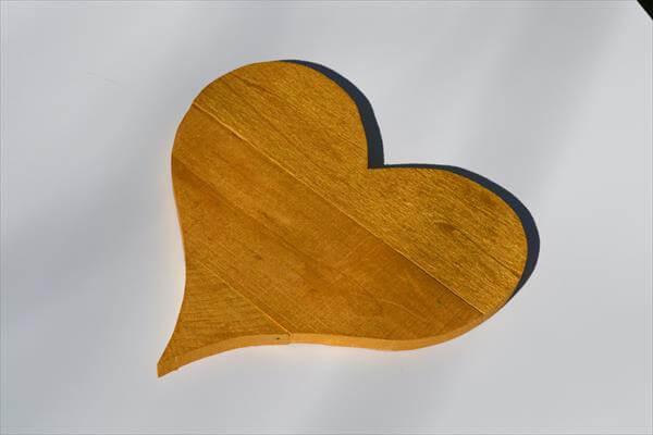 reclaimed pallet heart