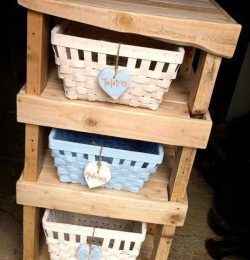 recycled pallet shelf