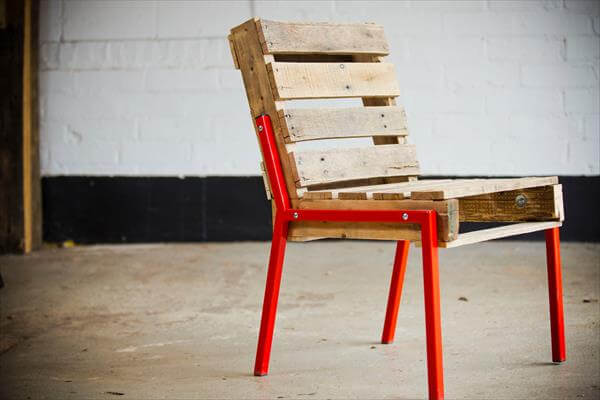 recycled pallet chair with metal legs