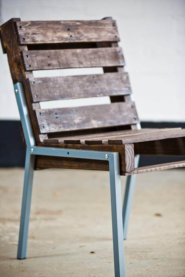 reclaimed pallet chair with steel legs
