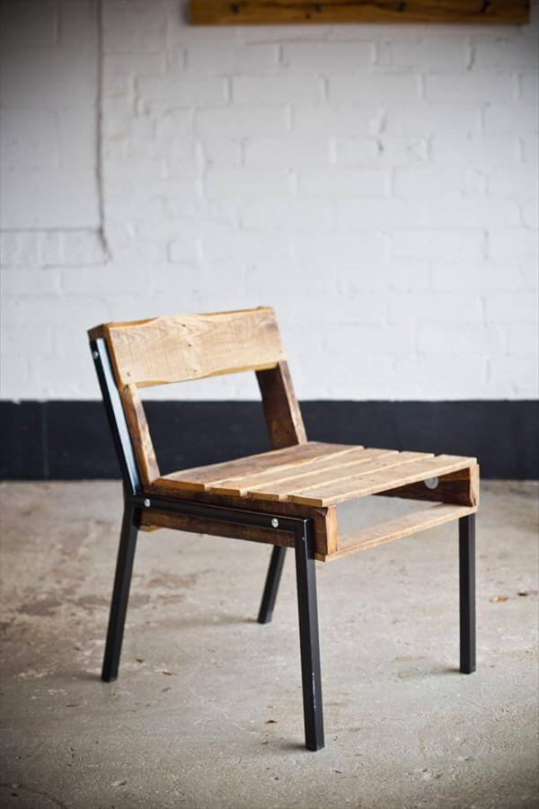 reprocessed pallet chair with metal legs