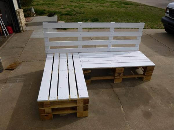 Diy pallet sectional bench pallet furniture diy for Building a bench from pallets