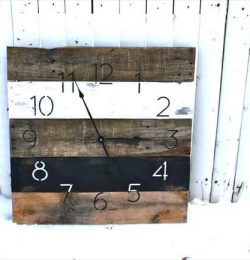 repurposed pallet clock