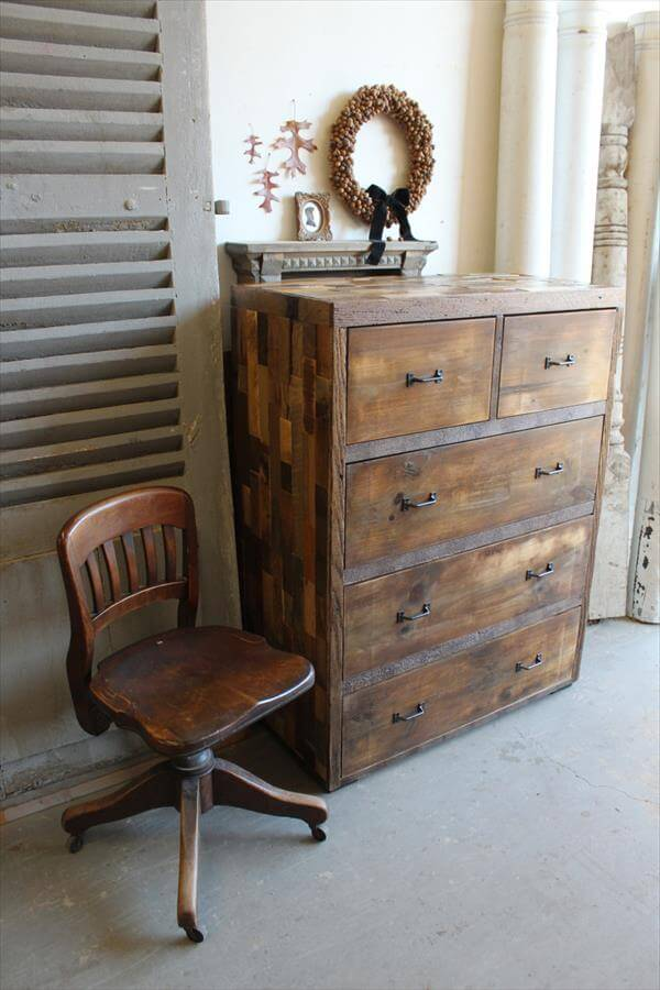 rustic multiple drawers pallet dresser pallet furniture diy. Black Bedroom Furniture Sets. Home Design Ideas