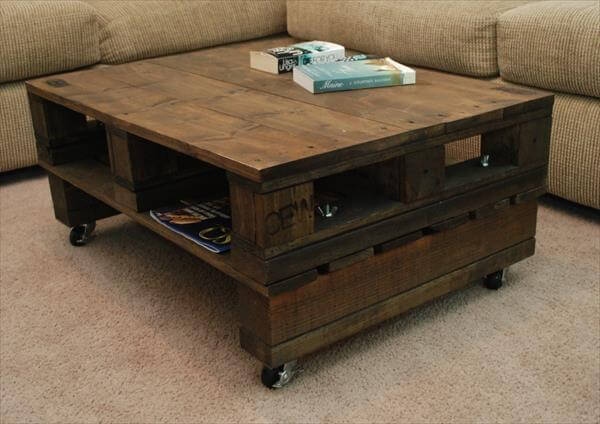 Vintage Pallet Coffee Table With Casters Pallet Furniture Diy