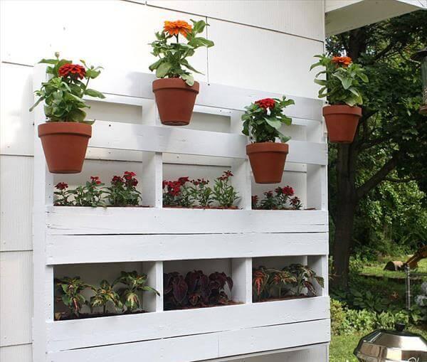 DIY Pallet Vertical Garden Furniture