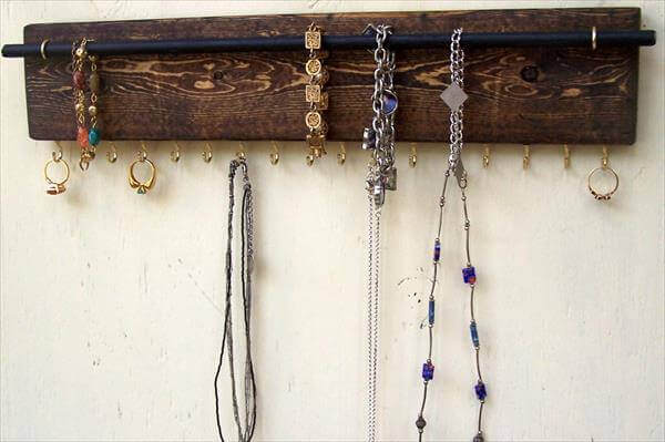 Handcrafted Pallet Jewelry Holder Diy