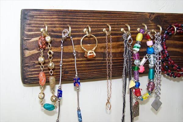 reclaimed pallet jewelry rack