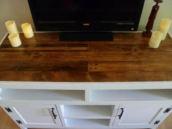 diy pallet wood media console and TV stand