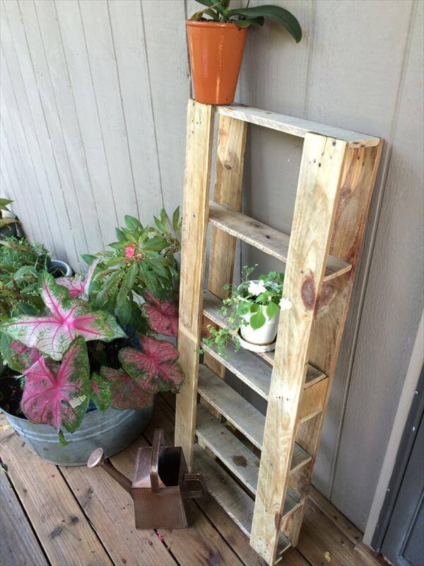 recycled pallet art shelving